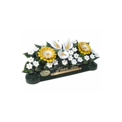 Fleurs céramique devant de tombe arums gerberas gypsophiles