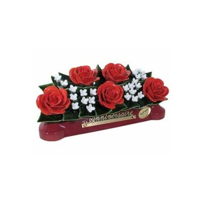 Fleurs céramique devant de tombe roses et fleurettes