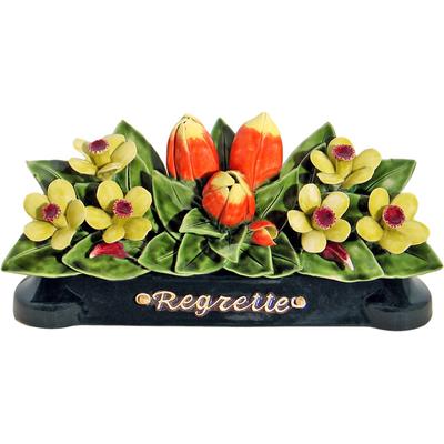 Fleurs céramique devant de tombe tulipes narcisses