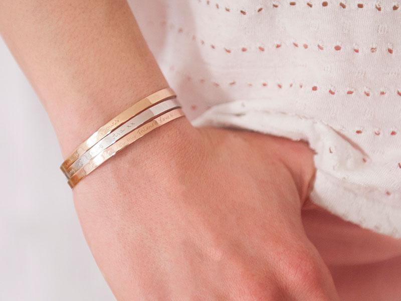 Bracelet-jonc-semi-rigide-personnalise-merci-maman