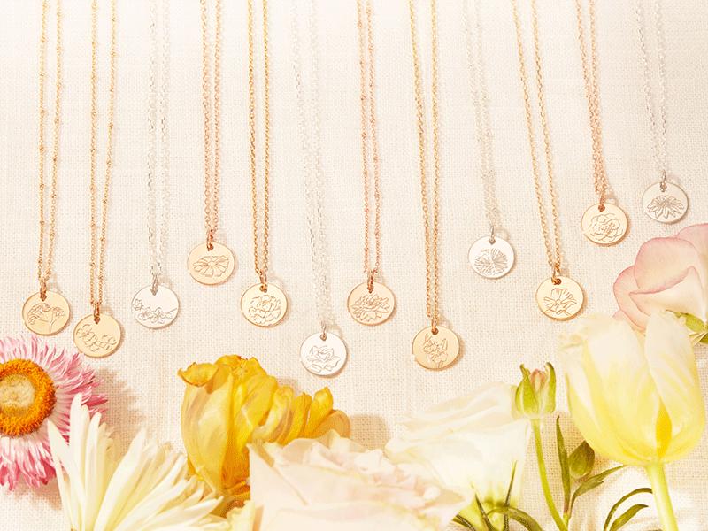 merci-maman-small-birth-flower-necklace-lifestyle-1
