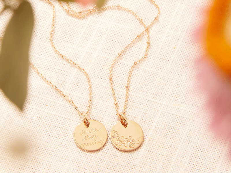 merci-maman-small-birth-flower-necklace-lifestyle-2