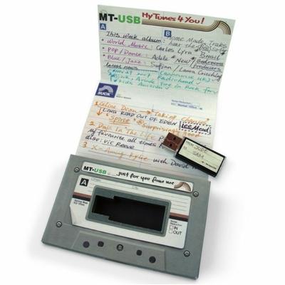 Clé USB façon cassette audio (et sa boite)
