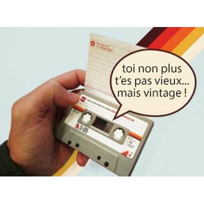 Cassette audio vintage qui enregistre votre message
