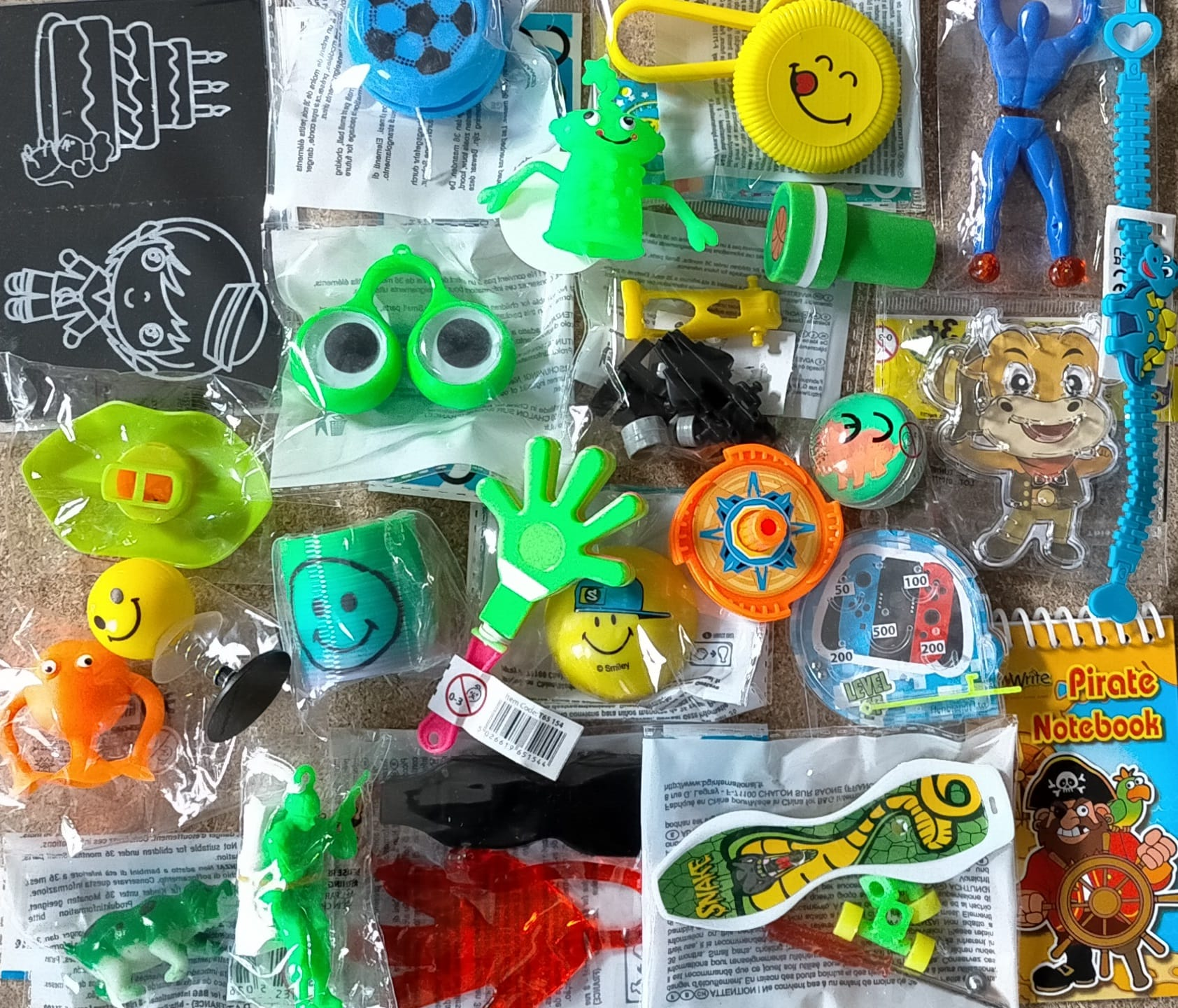Lot 24 jouets anniversaire garçon