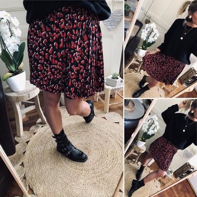 Jupe plissée Enora noire-rouge imprimée