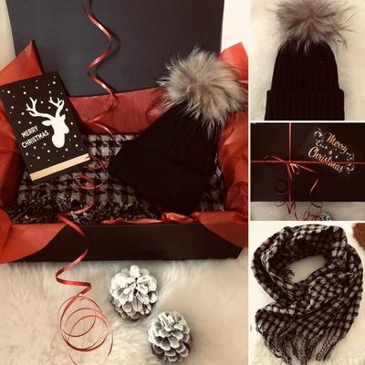 """Coffret cadeau Carreaux """"Echarpe+bonnet pompon fourrure"""""""