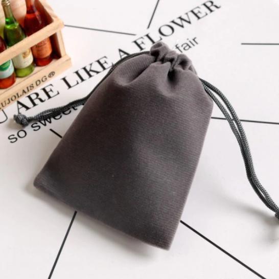 Pochette «Lalanā » en Velours - 8x10 cm ou 9x12 cm-gris