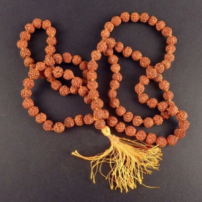 Mālā traditionnel Tibétain de Méditation «Kéna»en graines de  Rudraksha 8 mm