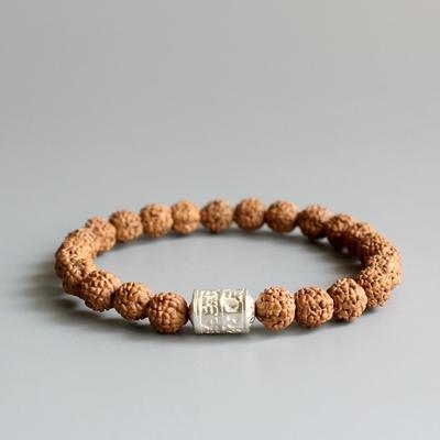 Bracelet Ethnique «Oṃmaṇipadmehūṃ » en Rudraksha et Perle de prière