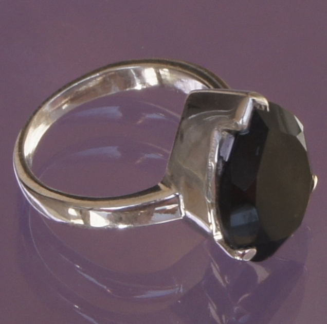 bague triangle on