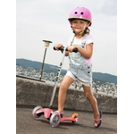 trottinette-mini-micro-rose action 2