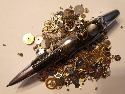 Stylo en résine avec incrustation mécanismes de montre à bille - Modèle Carbara