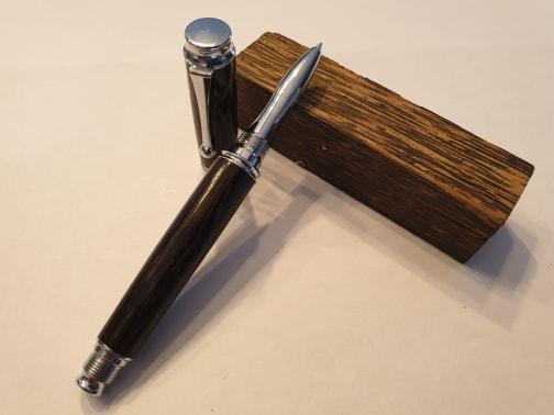 Stylo en bois de Palmier ronier roller - Modèle Alpha.
