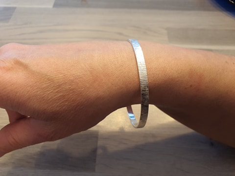 Bracelet rond texturé sans fermoir en argent 925/1000 poids XL