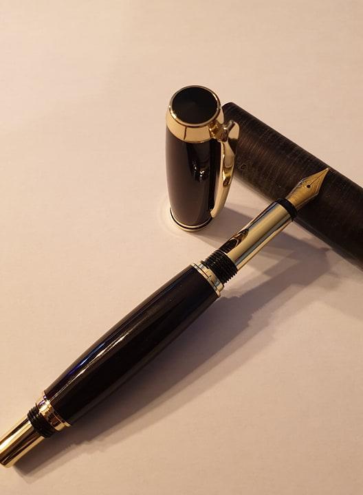 Stylo en Galalithe noir à plume - Modèle Marina.