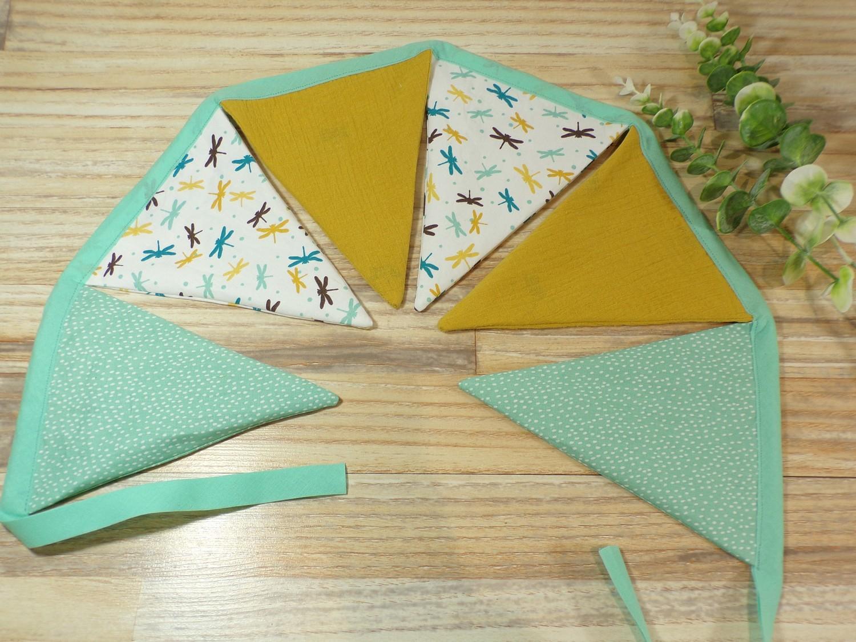 Guirlande fanions moutarde et vert menthe chambre enfant