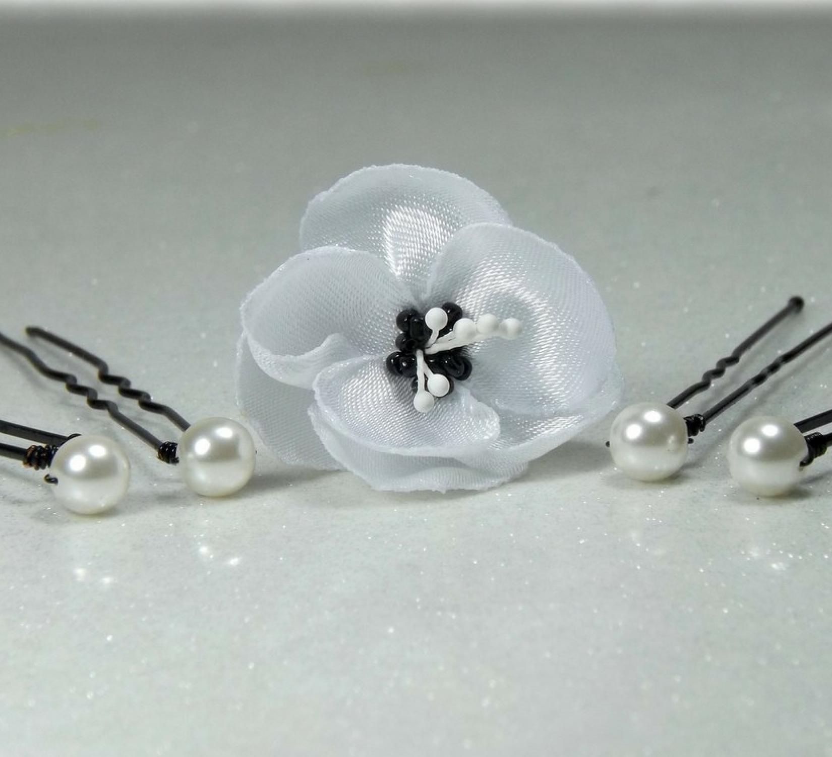 Epingles à cheveux fleur et perles