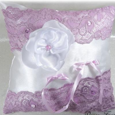 Coussin pour alliances mauve satin blanc lilas