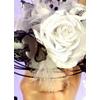 Bouquet de mariée rond noir et blanc orchidée roses plumes