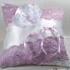 coussin porte alliances blanc mauve lilas dentelle satin fleur