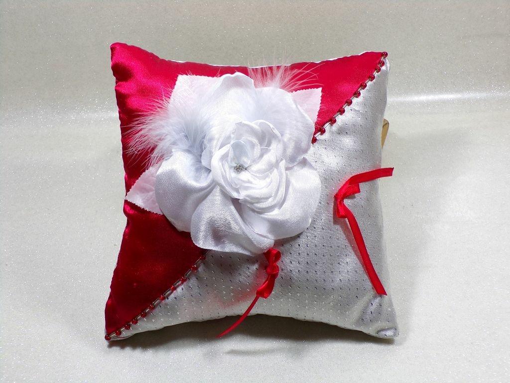 coussin d 39 alliances satin rouge et gris coussin d 39 alliances coussin alliances douce fantaisie. Black Bedroom Furniture Sets. Home Design Ideas
