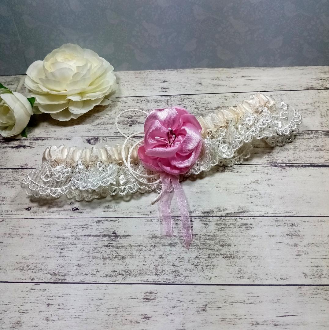 Jarretière de mariée dentelle ivoire fleur rose