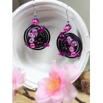 boucles doreilles rondes noir fuchsia fleurs perles