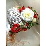 coeur rotin mariage champêtre bohème fleurs rouge et blanc