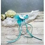Jarretière de mariée papillon turquoise et blanc dentelle plumes mariage