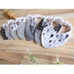 cadeau de naissance bavoirs bandana cactus noir et blanc fait main