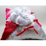 Coussin pour alliances rouge blanc argent gris perles satin plumes mariage fait main