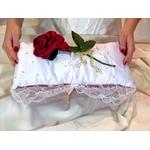 Coussin porte alliances strass blanc rouge mariage la Belle et la Bête