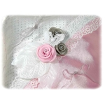 Coussin dalliance satin dentelle papillon rose blanc gris