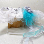 Jarretière mariée personnalisée dentelle plumes strass