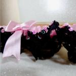jarretière de mariée dentelle noir et rose