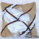 coussin pour alliances mariage jute champetre fleur