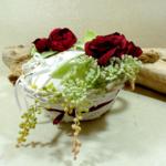 Porte alliances panier champetre personnalisé fleurs bordeaux blanc mariage