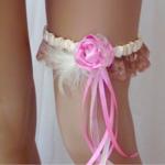 jarretiere mariée champêtre boheme dentelle plumes rose