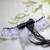 jarretière mariage noir et blanc dentelle papillon plume