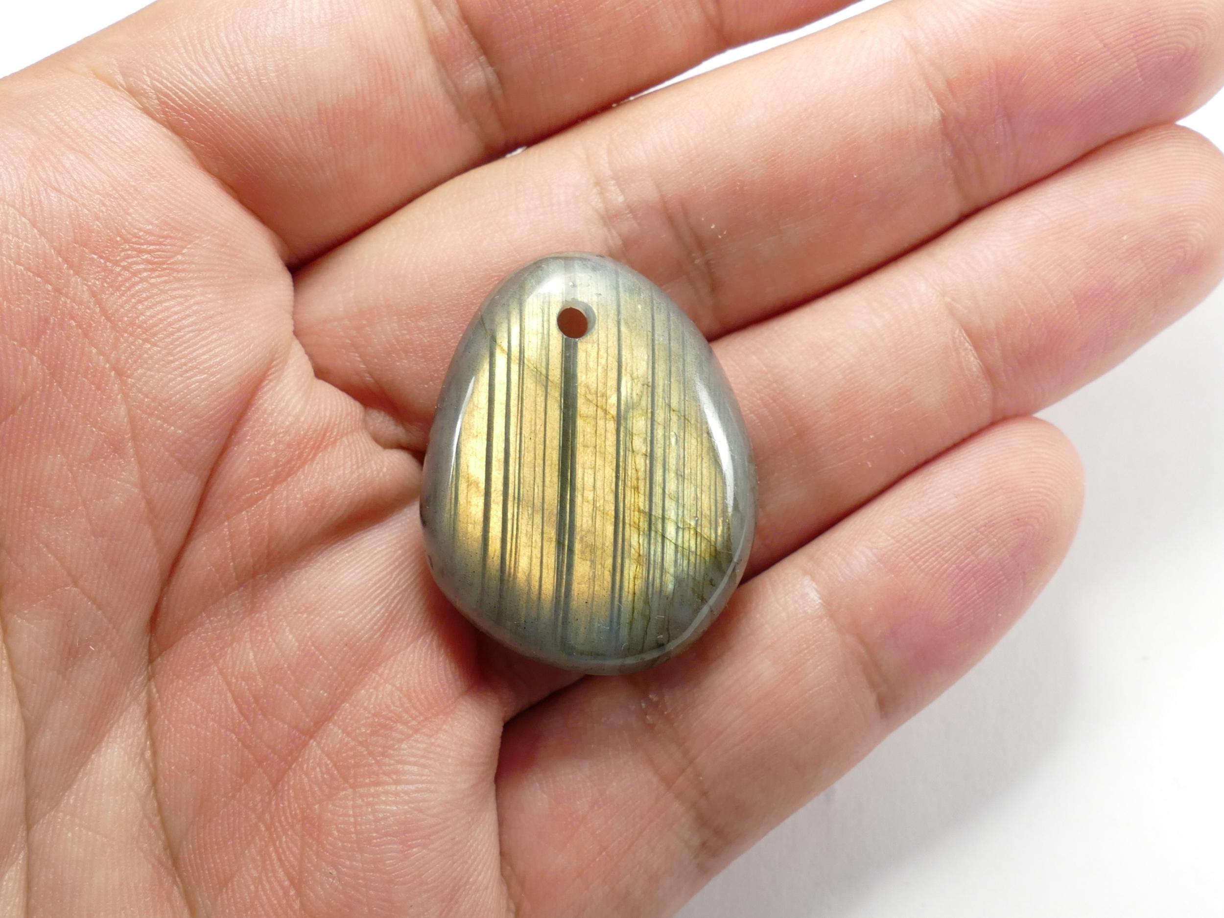 34mm Galet percé de Labradorite naturelle en morceau roulé poli de Madagascar orange vert perle (#PK289)