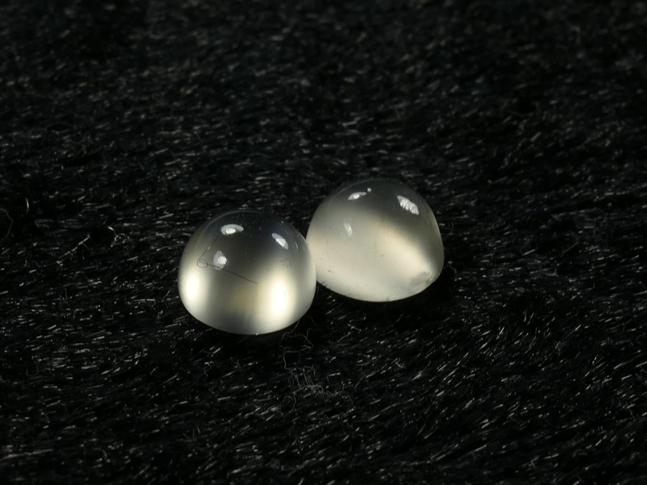 2 Pierre de lune blanche oeil-de-chat d\'Inde cabochon rond (#PM11)
