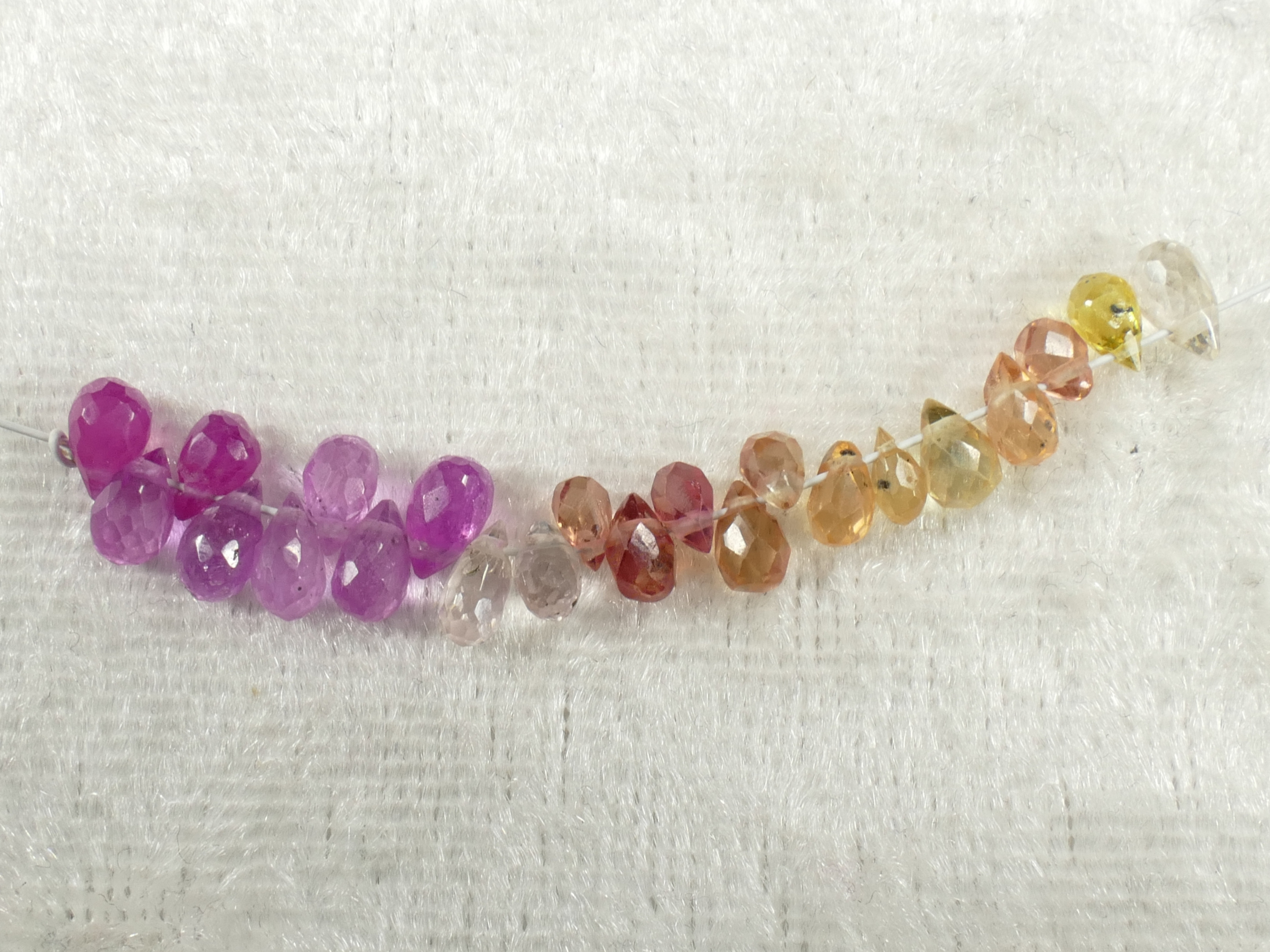 22 Petite perle de Saphir naturel briolette larme facetté rose orange doré padparadscha (#PK386)