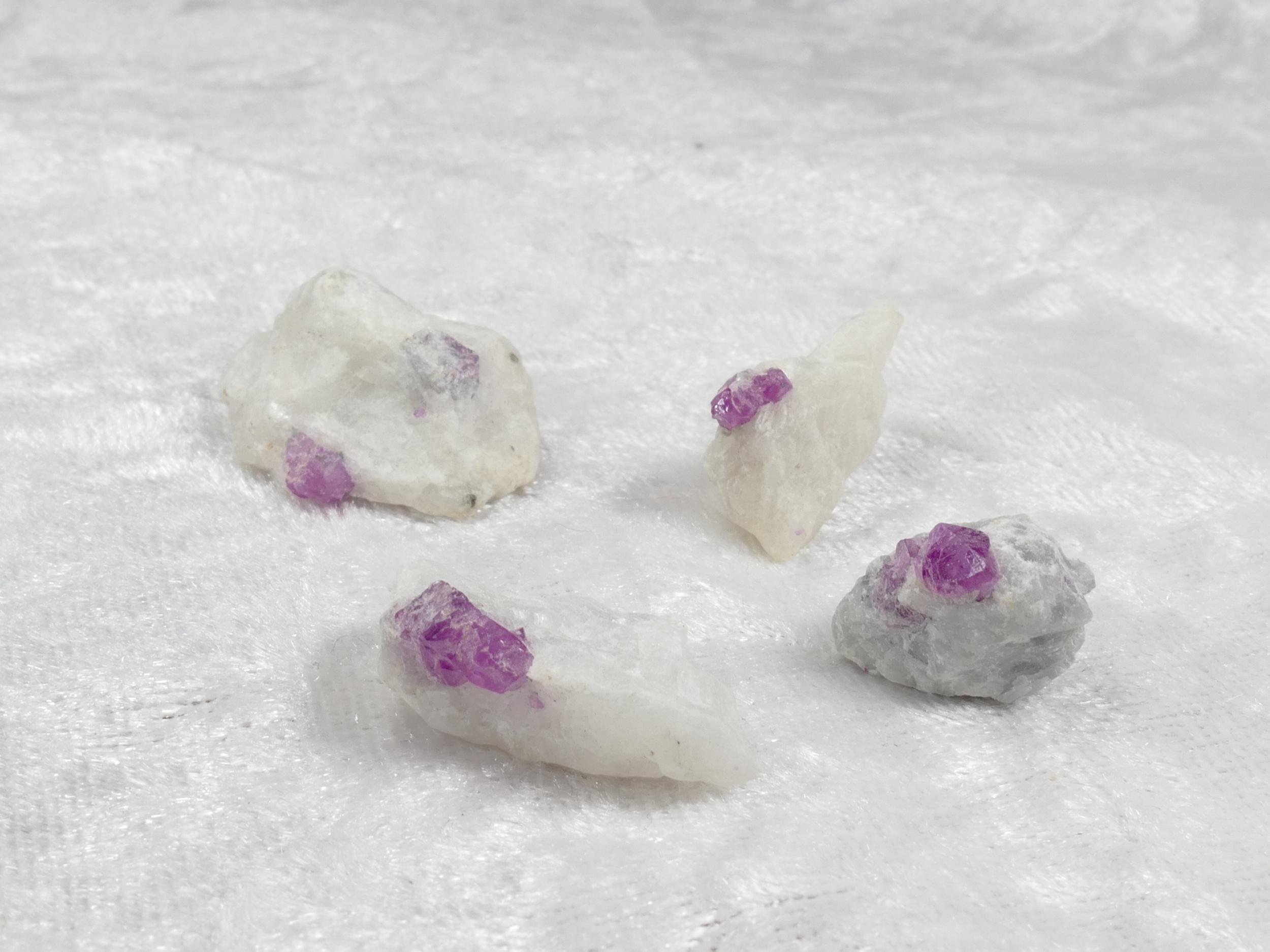 Spécimens de Rubis brut d\'Afghanistan sur matrice, vente à l\'unité (#PM366)