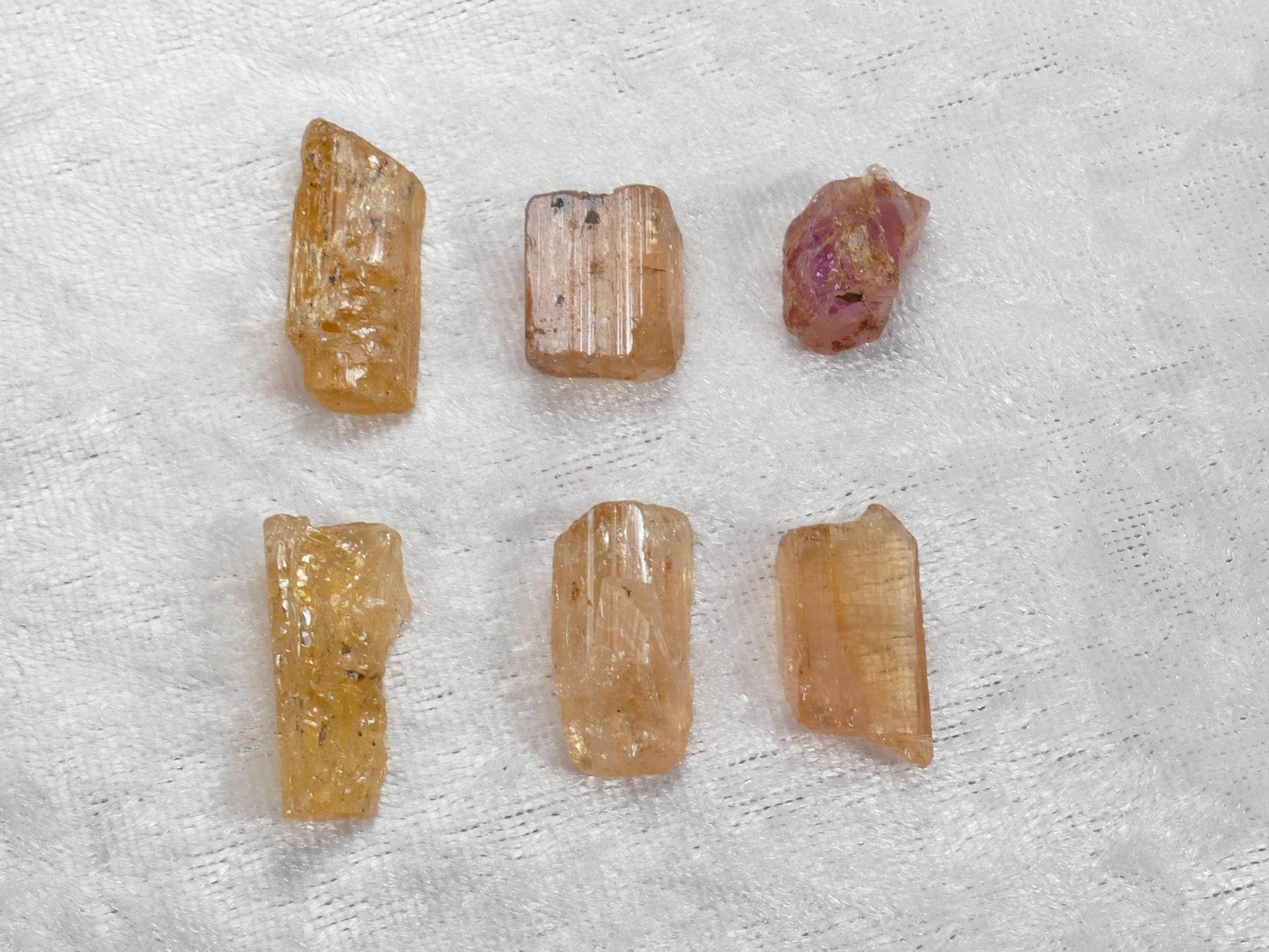 13.6g 6 Morceaux de Topaze Impériale naturelle brute orangé rosé pierre fine Brésil lot (#PM276)