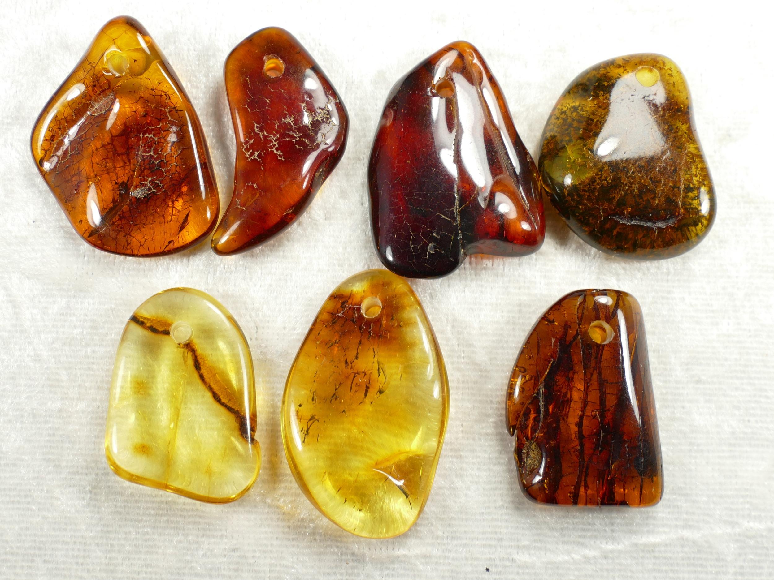 7 morceau d\'Ambre naturel natif roulé percé Mer Baltique 16.57g orangé rouge jaune perle (#PK501)