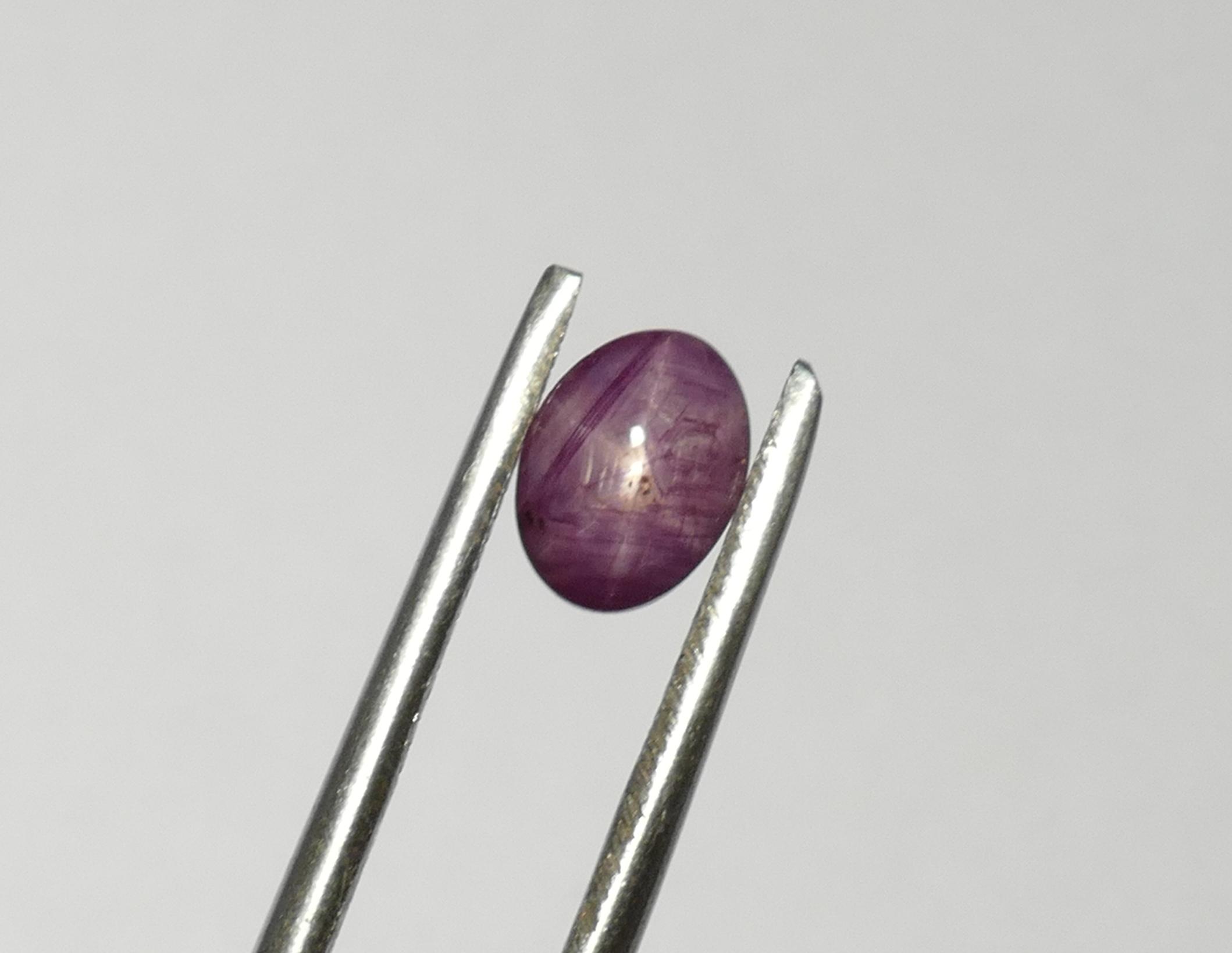 7.1x5.1mm Rubis naturel étoilé d\'Inde en cabochon ovale 1.52ct (#PM73)