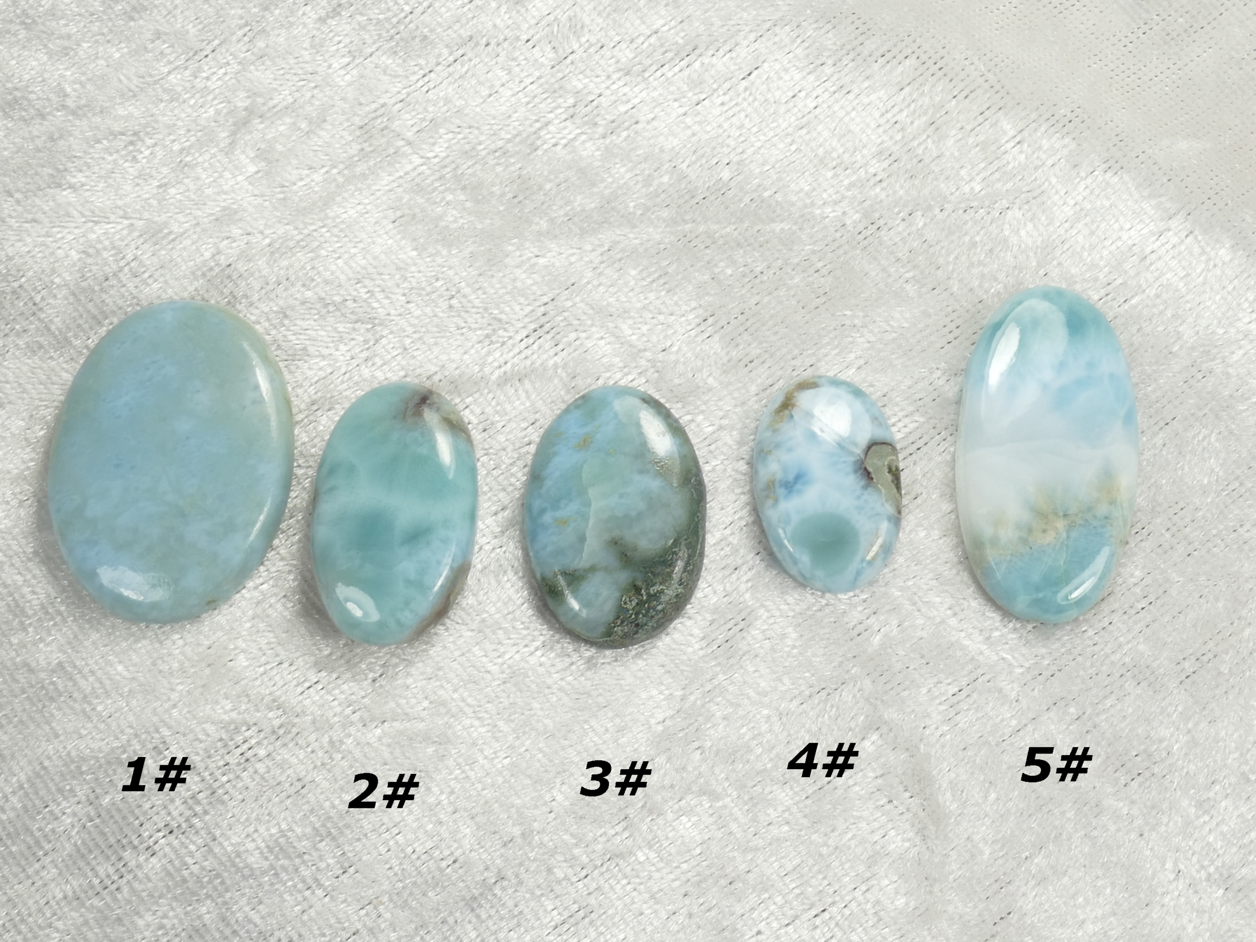 Cabochon de Larimar naturel ovale à l\'unité pierre fine bleu/blanc (#PM210)