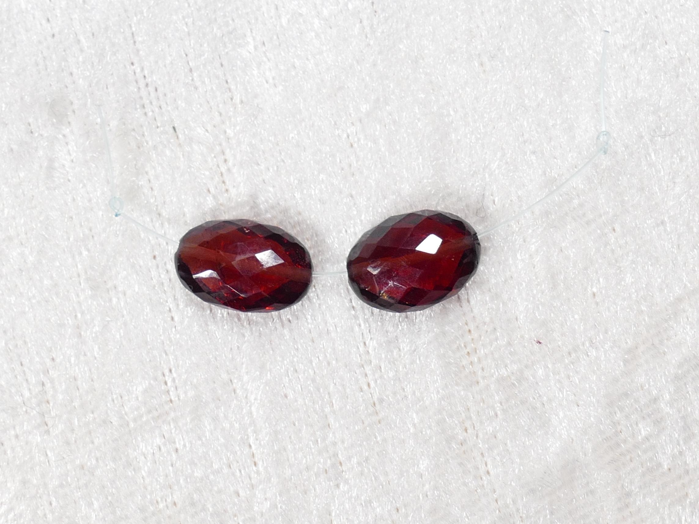 7.6-8mm Lot de 2 perles de Grenat naturel rouge intense naturel ovale facettée 1.53g (#PM621)