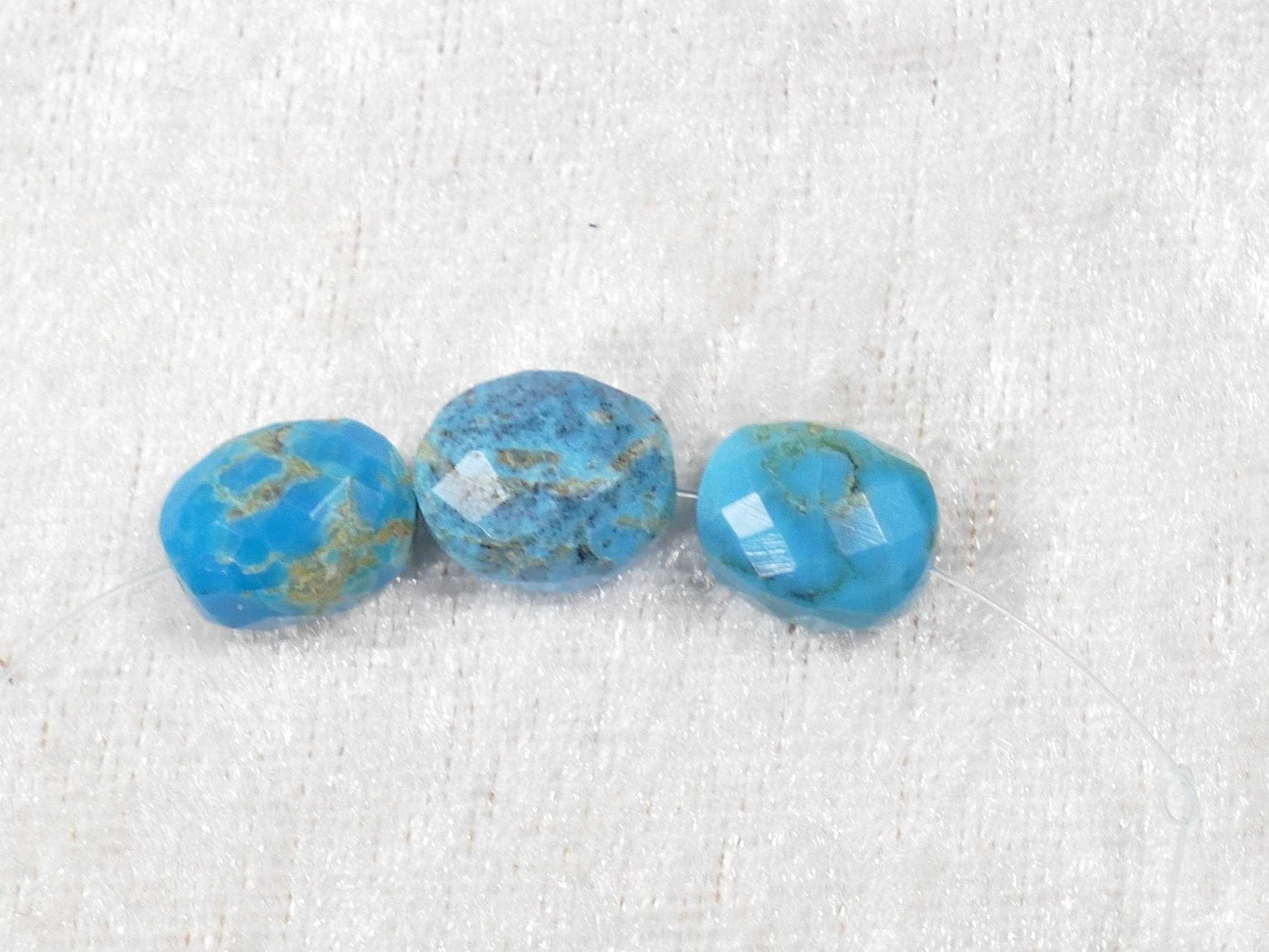 3 Perles de Turquoise naturelle en ovale facetté de Kingman USA (#PM740)